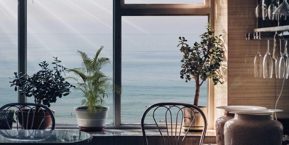 Lucera-Ventana soleada mirando al mar