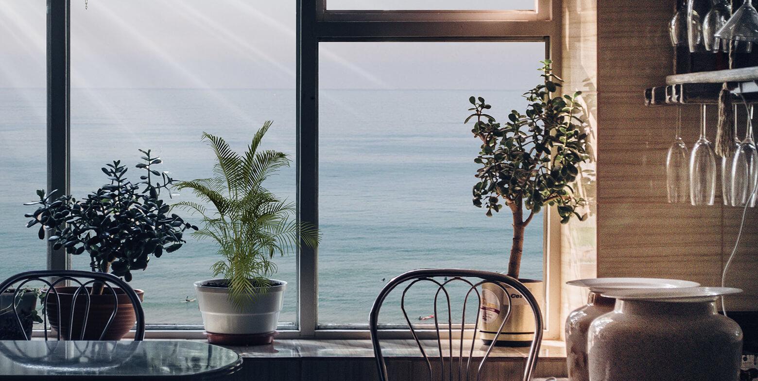 Lucera - Ventana soleada mirando al mar