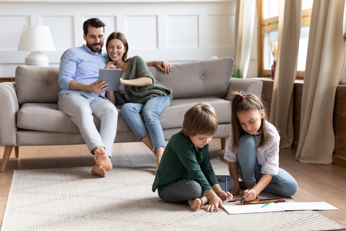 familia-ahorrar-energia-casa-lucera